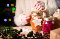 Przetwory świąteczne. Jak wykorzystać klasyczną kamionkę podczas świąt?