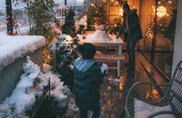Świąteczna przestrzeń do relaksu. Jak przygotować taras na zimę?