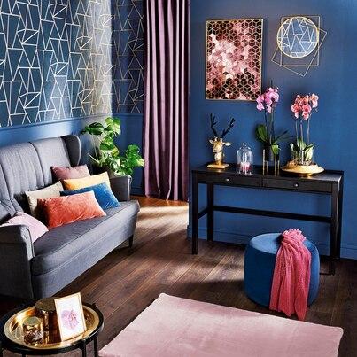 Paleta intensywnych kolorów w salonie