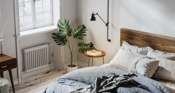 Żeliwny grzejnik w sypialni