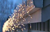 Jak zainstalować lampki świąteczne na zewnątrz domu?