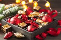 Jak bezpiecznie przechowywać świąteczne ozdoby, by cieszyć się nimi za rok?