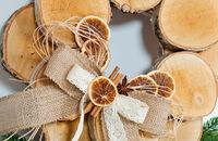 Świąteczny warsztat DIY - wianek z krążków drewna