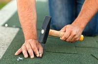 Układanie dachówek bitumicznych
