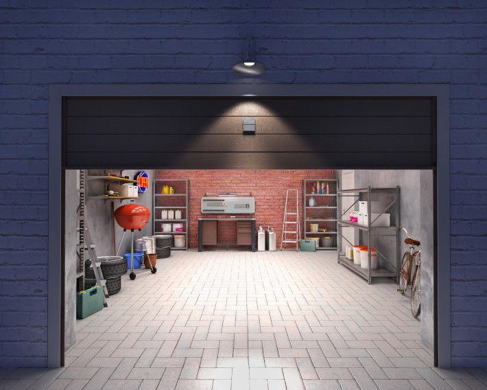 Garaż z otwartą bramą