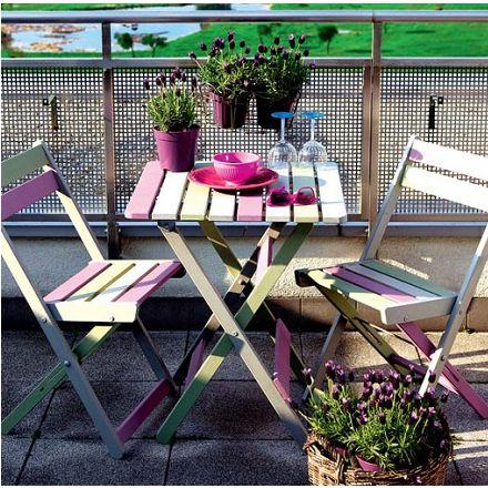 Malowanie drewnianych mebli balkonowych w stylu prowansalskim